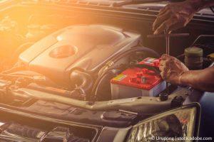 כיצד להחליף מצבר ברכב