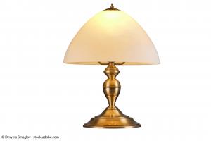 כיצד לנקות וללטש מנורת פליז