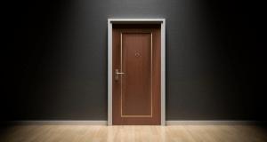 שימון צירים מונע חריקת דלתות