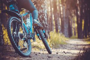 הפוך את אופני ההרים לאופניים היברידיים
