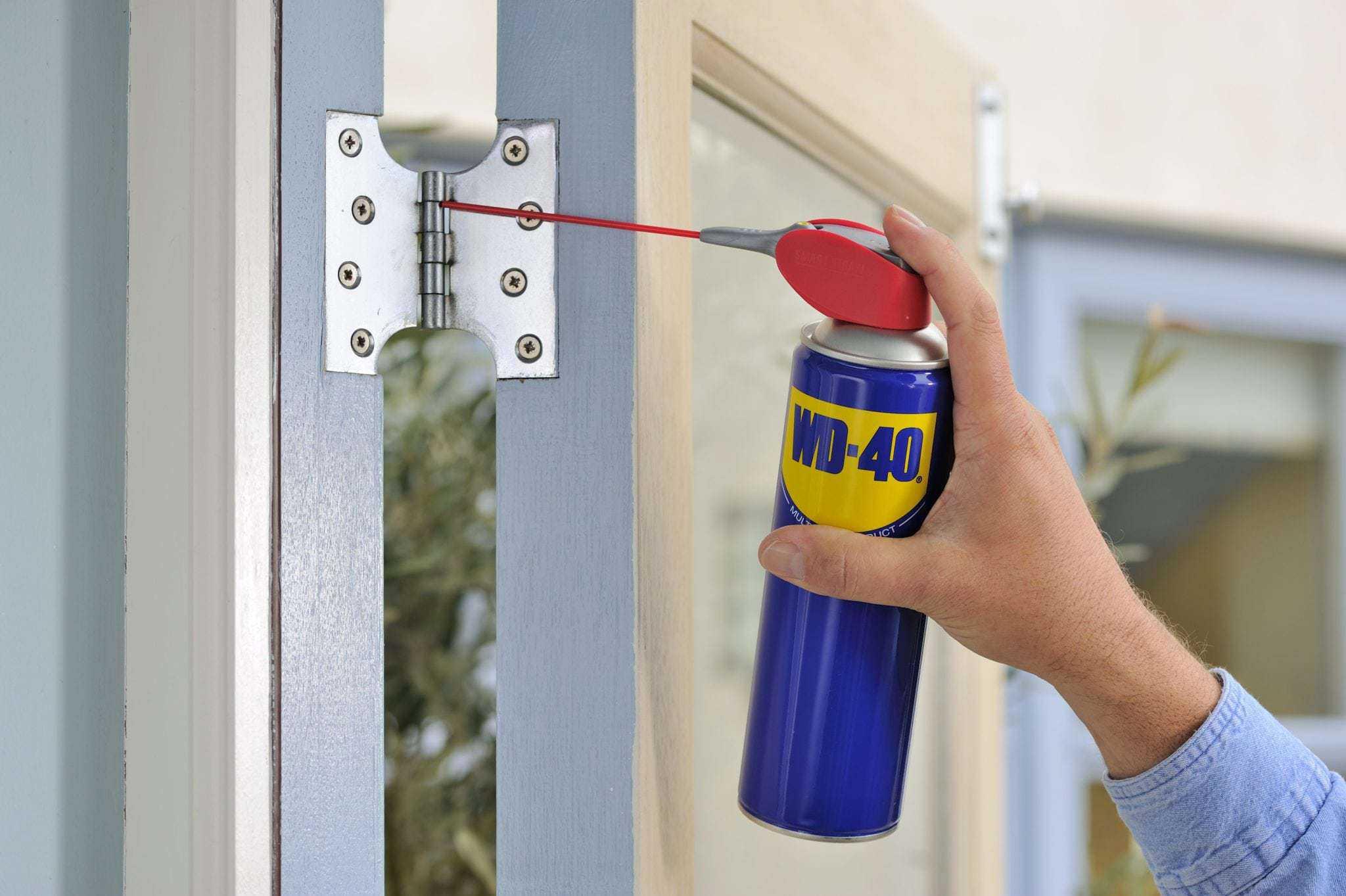 שימון דלתות חורקות עם WD40