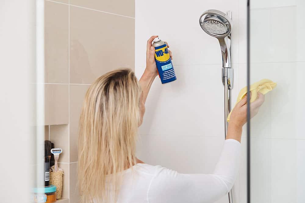 מניעת אדים במקלחת עם WD40