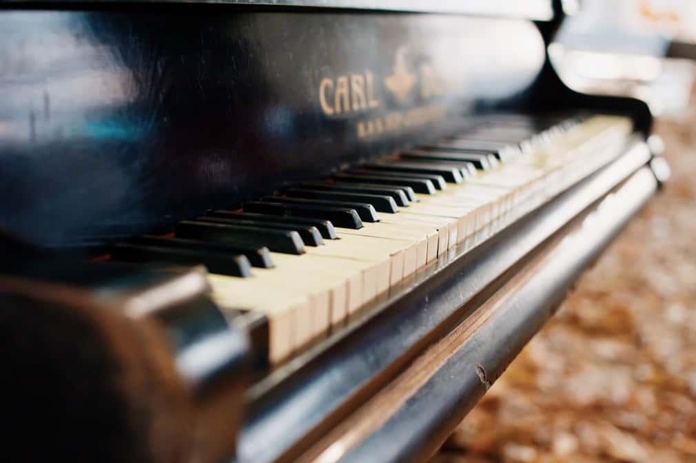 ניקוי קלידי פסנתר עם WD40