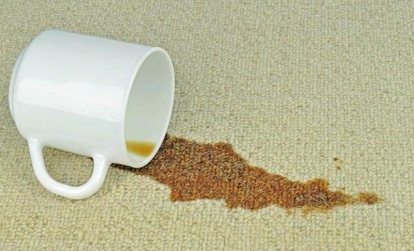 הסרת כתמי קפה עם WD40