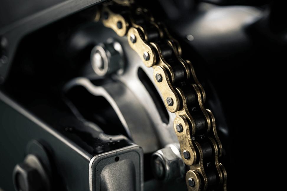 מדוע יש צורך לנקות את שרשרת האופנוע
